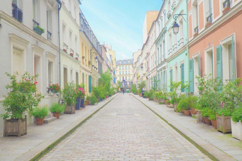 パステルカラーの家が並ぶ可愛い通り – Rue Crémieux