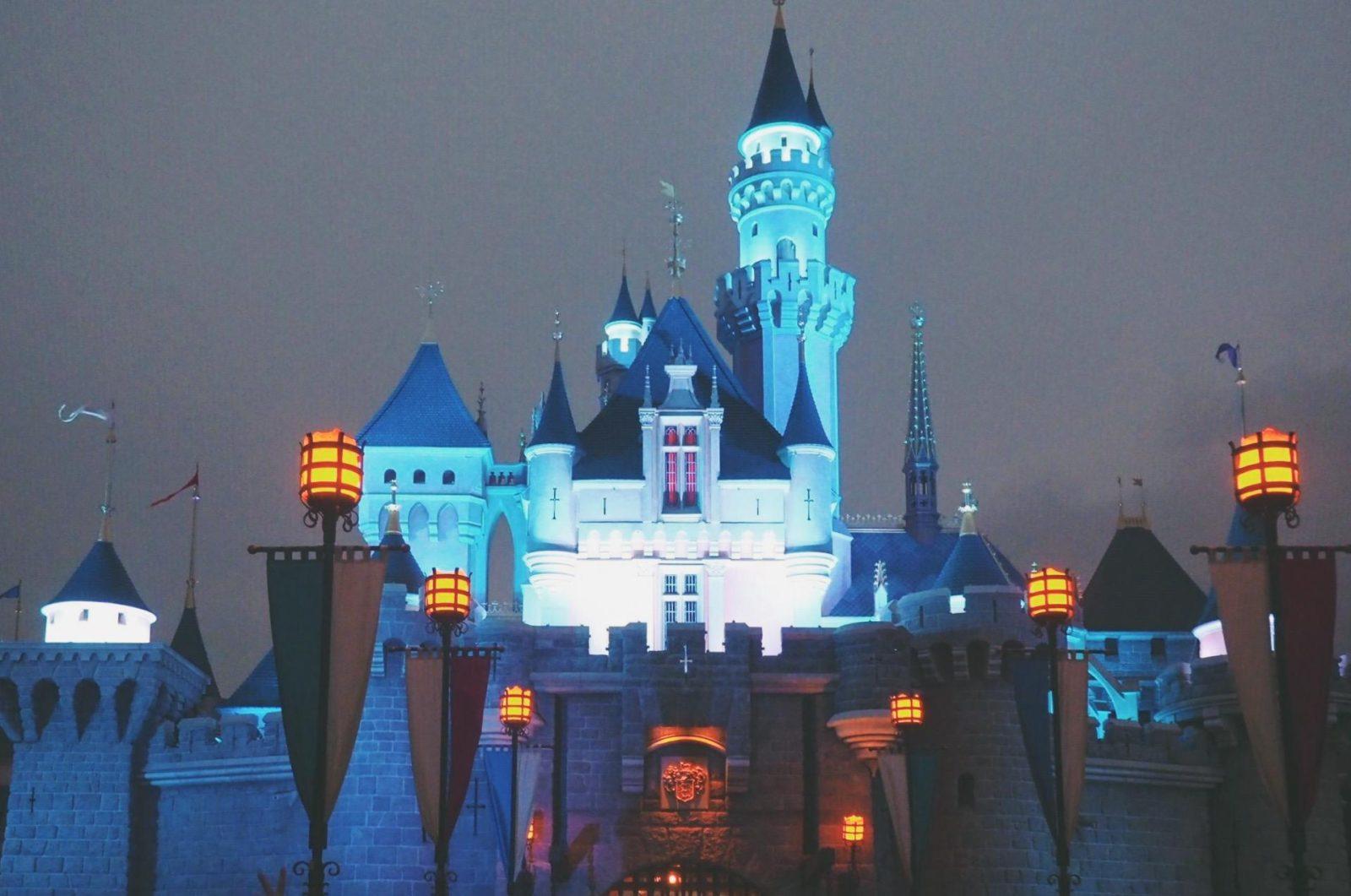 夜の眠れる森の美女の城