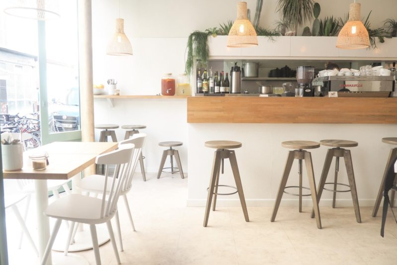 朝からにぎわうCafé Méricourt