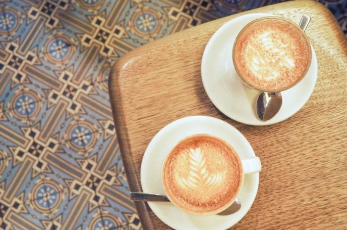 本格派のコーヒーショップ – Dukes Coffee Roasters