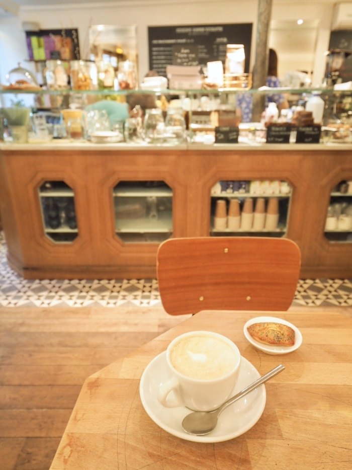 Café Pinson – パリジェンヌの集まるローカルカフェ –