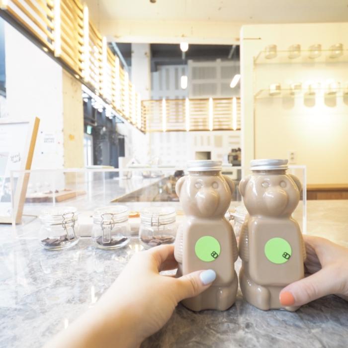 くまボトルを求めて8D Cafeへ。
