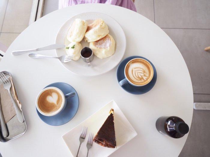 Neighbour's Coffee Barの絶品チーズケーキとふわふわパンケーキ。