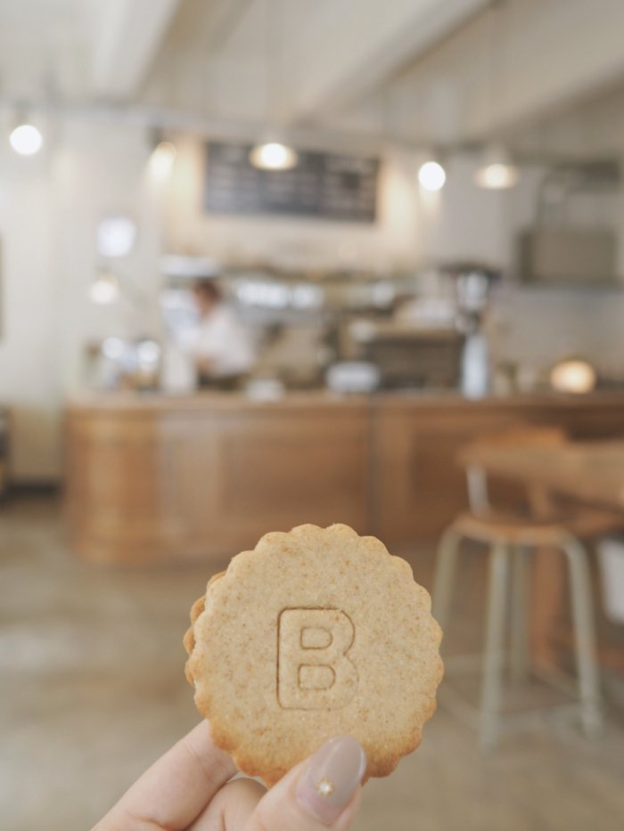 Bridge COFFEE & ICECREAMのクッキーサンドアイス。
