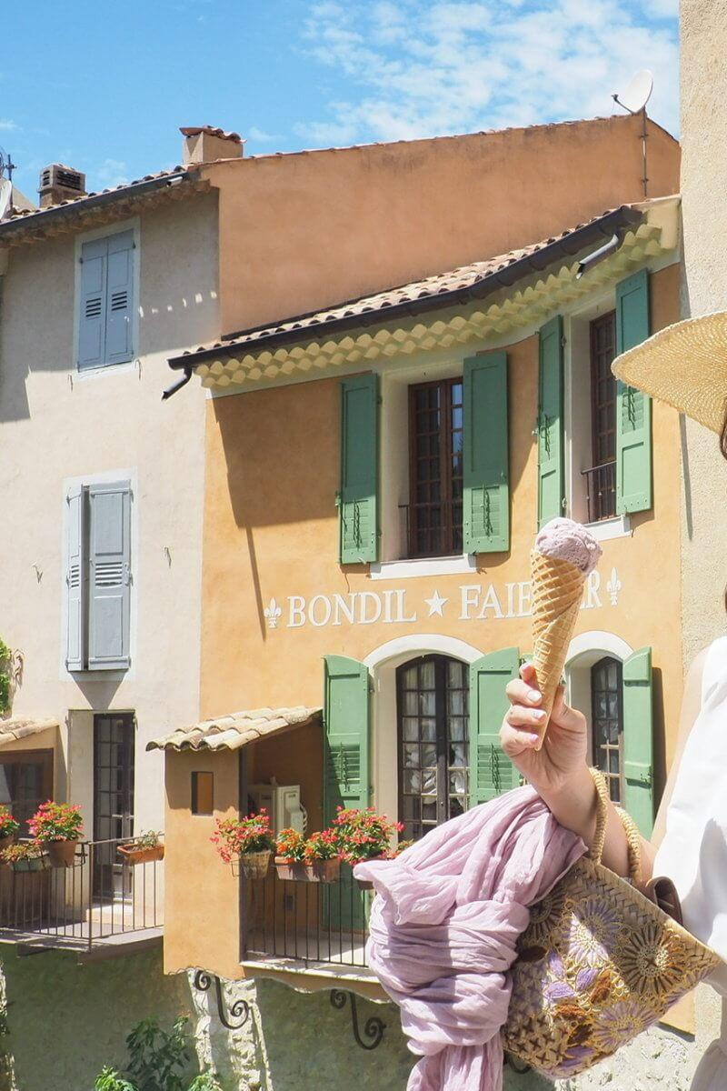 Moustiers-Sainte-Marie – フランスの最も美しい村